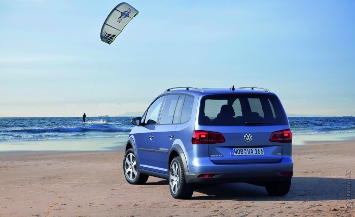 Volkswagen Cross Touran 2011 – фотография 1